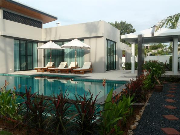 Rent a luxury villa with swimming pool