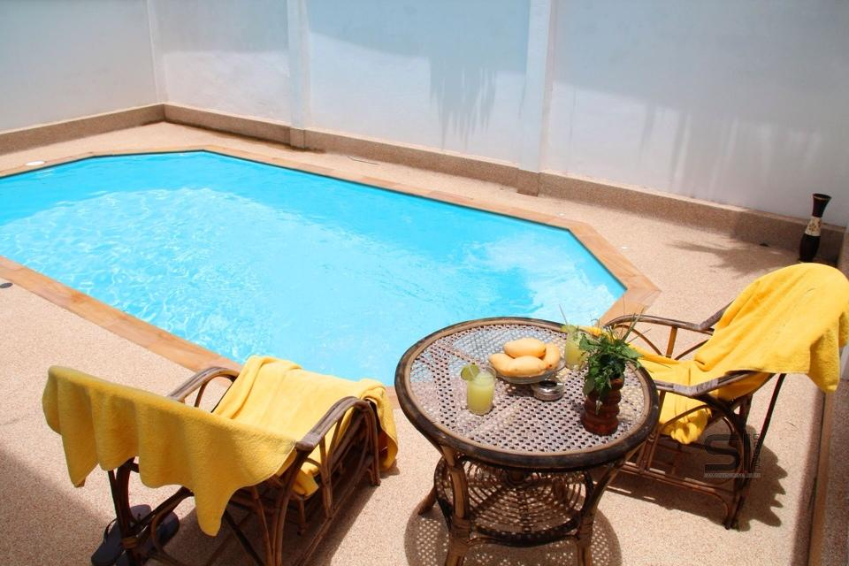 Rent a villa with swimming pool near Laguna